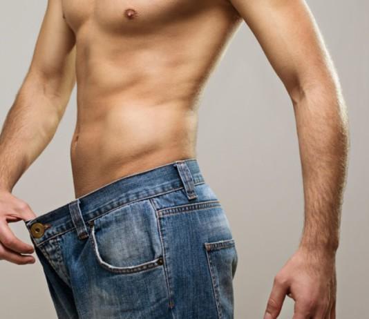 Dünner Mann mit zu großer Hose