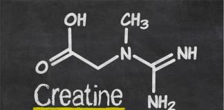 Die Strukturformel von Kreatin an einer Tafel