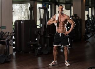 Mann im Fitnesscenter
