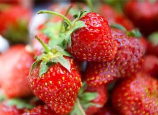 Einige frische Erdbeeren