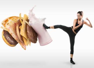 Eine junge Frau wehrt sich gegen Fast-Food