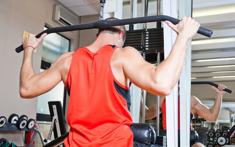 Latziehen hinter dem Nacken - alle Infos zur Trainingsübung
