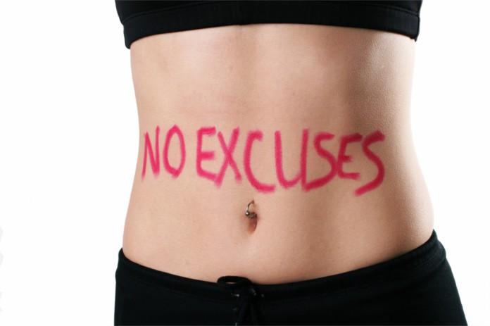 Der schlanke Bauch einer Frau mit der Aufschrift