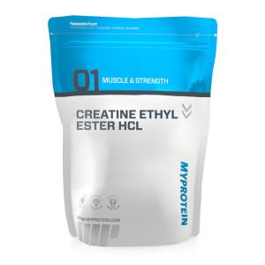 """Eine Tüte """"Kreatin Ethyl Ester HCL"""" vor weißem Hintergrund"""